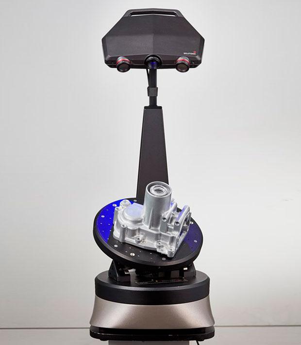 escaner-3d-solutionix-C500-con-base-giratoria-luz-estructurada