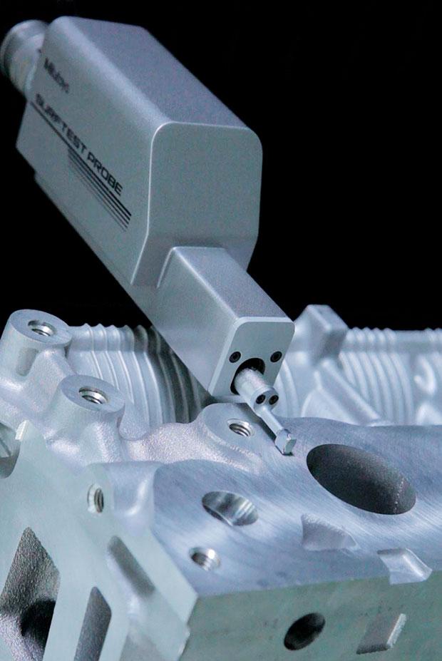 medicion-3d-con-sonda-de-rugosidad-surftest-probe-en-maquina-tridimensional
