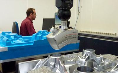 sonda-medicion-3d-con-escaner-laser-3d-surfacemeasure-en-maquina-tridimensional
